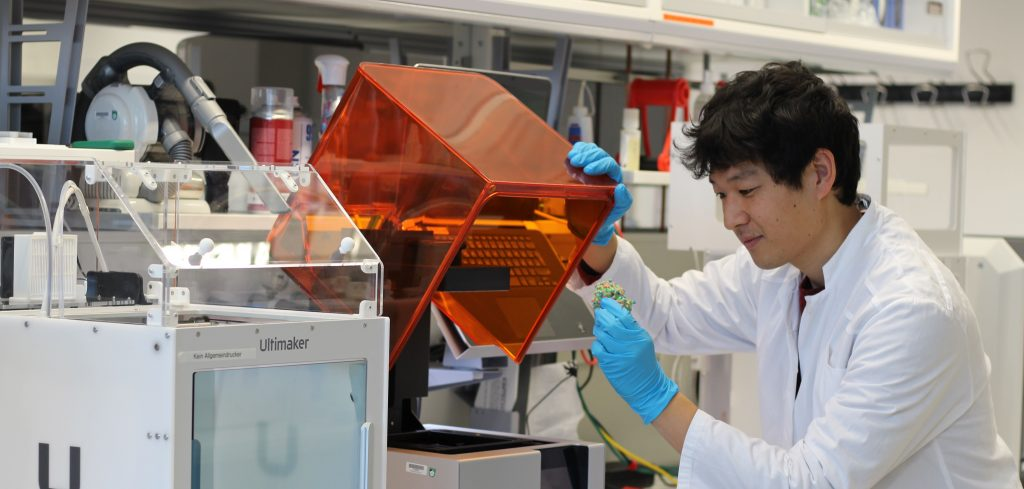 Hiromune Eto in the lab with 3D bioprinters